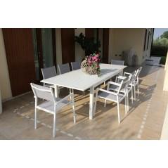 Tavolo Olbia in Alluminio Allungabile  bianco in giardino con sedie
