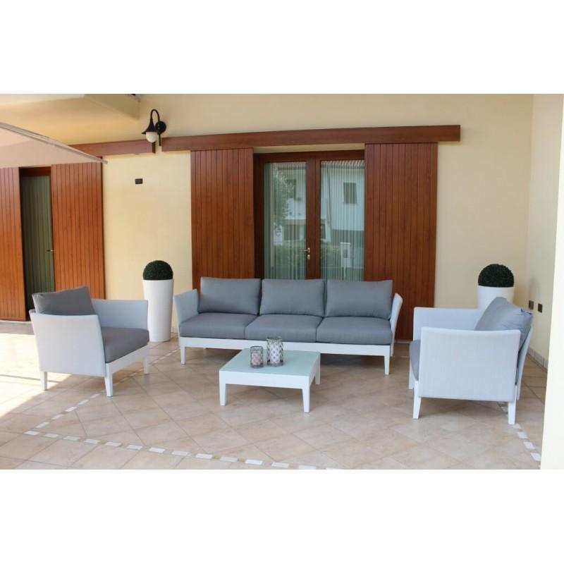 Salotto Messina Divano 3 posti, 2 Poltrone, Tavolino. in giardino.